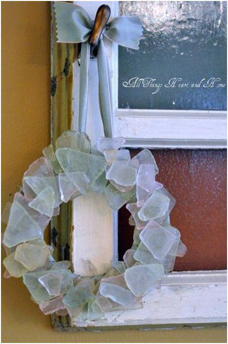 Цветен орнамент от стъкло под формата на венец, чудесна възможност за себеизразяване.