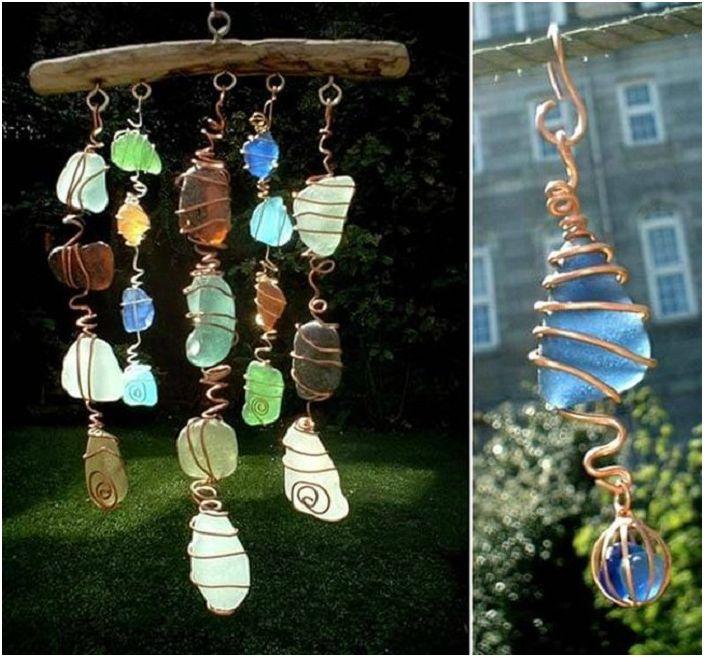 Прекрасна декорация, изработена от тел, цветно стъкло и дърво, която също се нарича ловец на слънце.