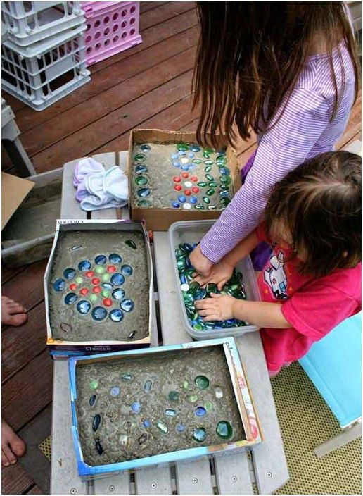 Възможно е да създадете произволен модел от цветно стъкло със собствената си ръка.