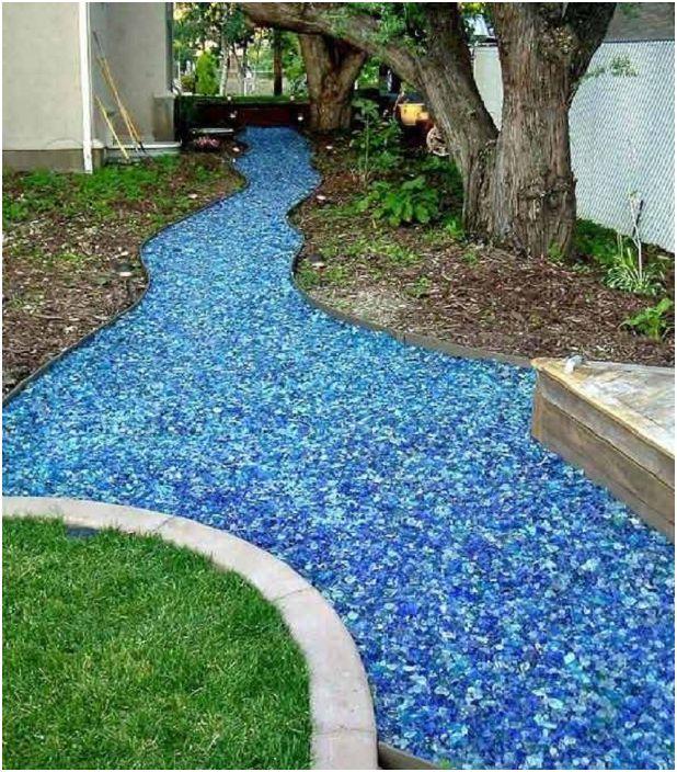 Симпатична цветна река от стъкло ще украси всеки двор и ще го направи още по-ярък.