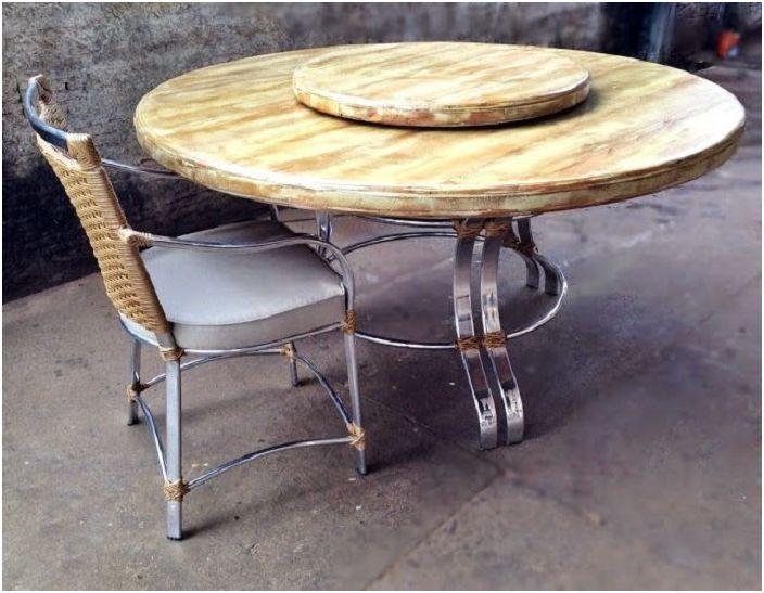 Оформление стола-катушки с двумя ярусами, то что порадует глаз и украсит любую атмосферу в доме.