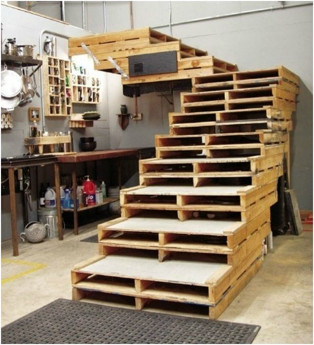 Лестница из паллет.