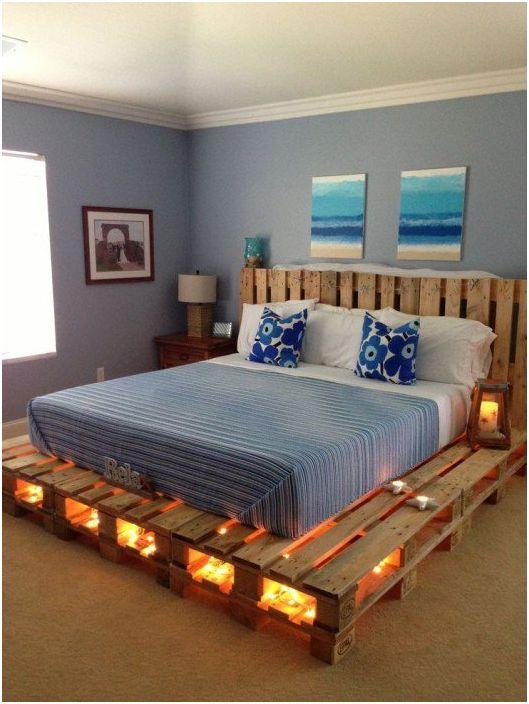 Большая кровать из паллет.