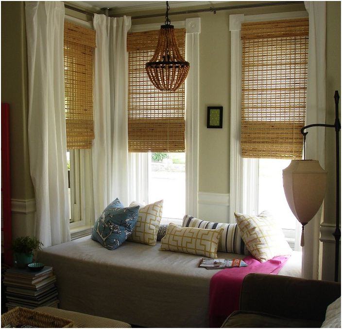 Уютната седалка на прозореца ще ви позволи наистина да си починете от всички дела и проблеми.