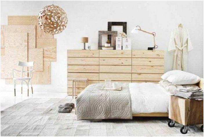 Nakładanie ciepłych kolorów łóżek na ściany, sufity, podłogi.
