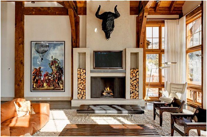Экзотический декор гостиной с уютной семейной обстановкой и прекрасным камином.
