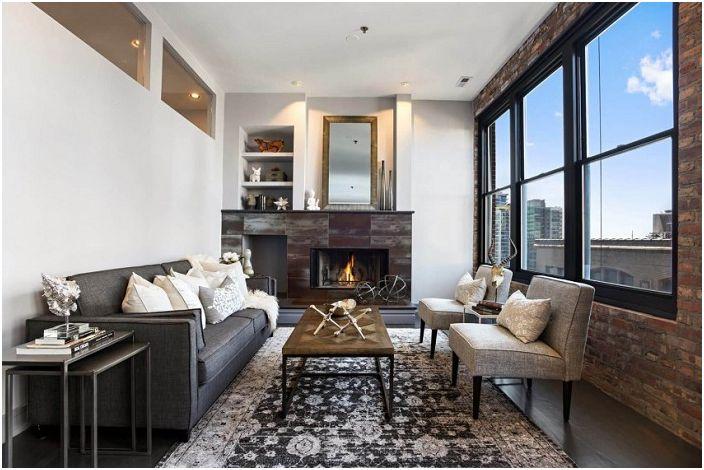 Прекрасное оформление гостиной с невероятным интерьером, который освежает большое окно.