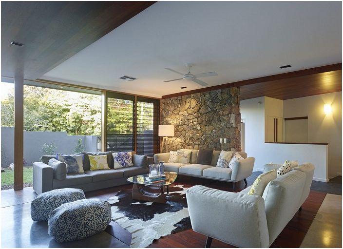 Гостиная в загородном доме - одно из самых симпатичных и комфортных мест для отдыха.