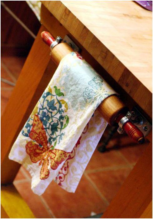 Оригинална стойка за кърпа за кухня, изработена от точилка.