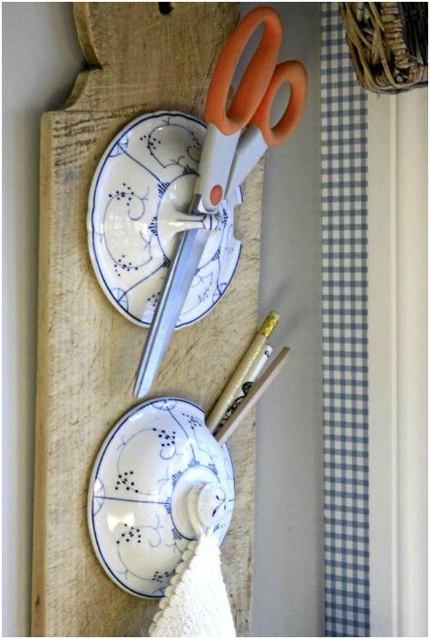 Ненужните капаци могат да се използват за създаване на креативен и функционален органайзер за кухня.