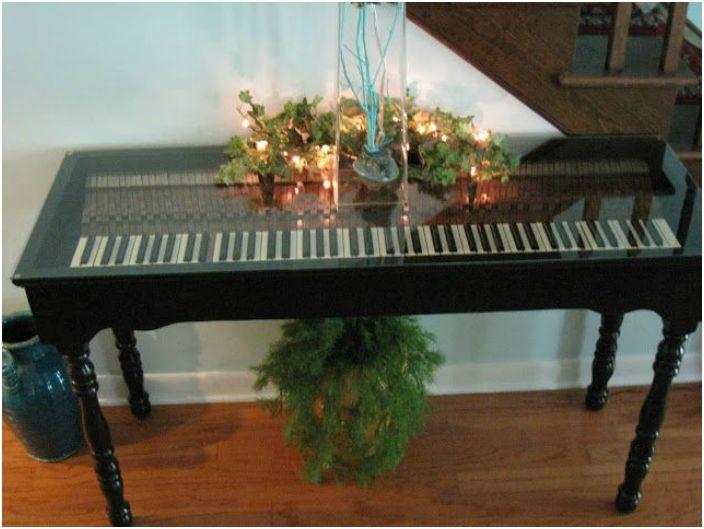 Фантастична пиано маса.