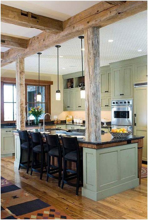Ładne wnętrze kuchni, które dopełniają urocze drewniane belki, które dodają uroku.