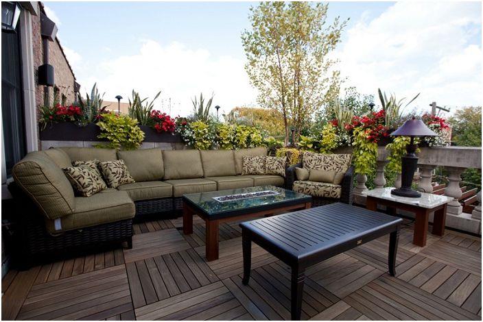 Добър вариант да поставите диван каки в ефира е просто и стилно решение.