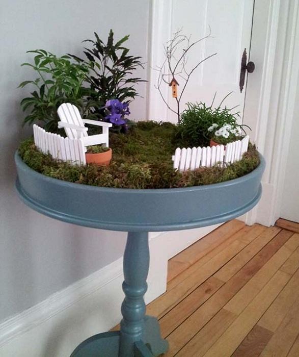 Масата ще служи като отличен вариант за декориране на мини градина у дома.