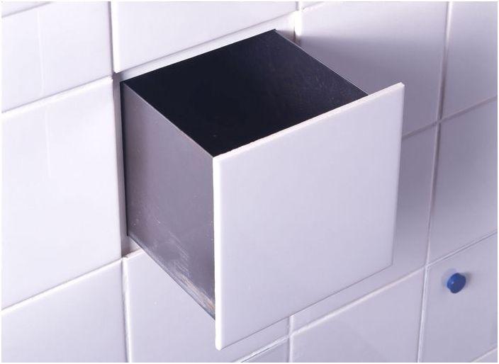 Skjult lagringssystem på badet