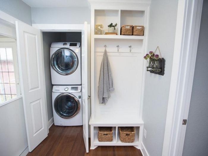 Място за перални машини, в което се спестява място два пъти - изглежда много практично.