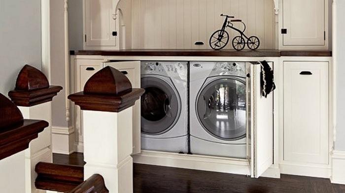 Удобно място за съхранение на перални машини е нощно шкафче.
