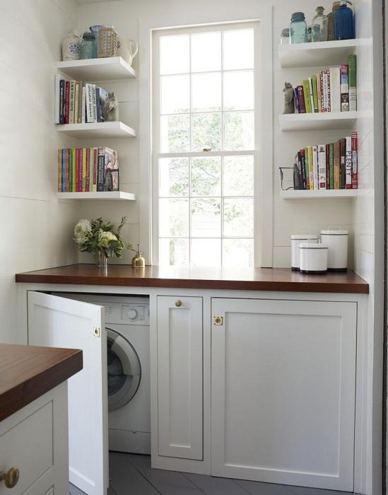 Скрито пространство за пералня, внимателно скрито зад шкафовете.
