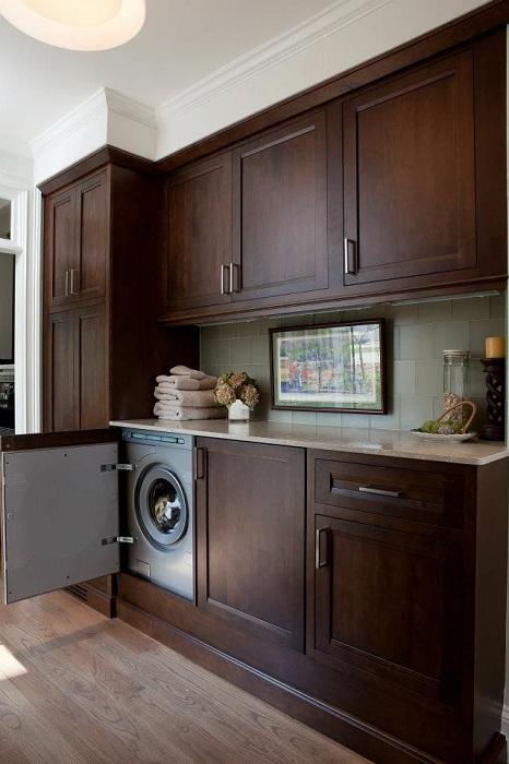 Практично и модерно решение за създаване на страхотен интериор, скрита пералня в един от шкафовете.