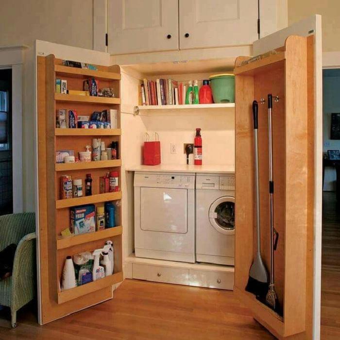 Отличен вариант за декориране на място за пране, като го скриете зад вратите.