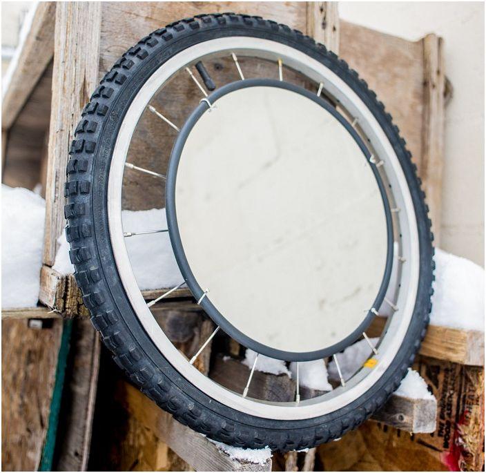 Една от удобните и практични опции е да създадете огледало от колело.
