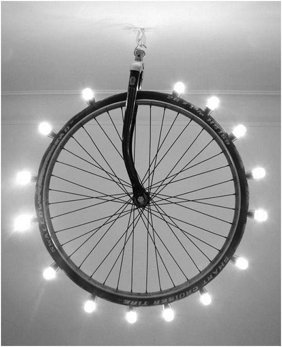 Интересна светлинна инсталация на колело, която ще озари всяка стая със светлина.