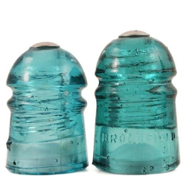 Интересен вариант е да се създаде шейкър от сол и пипер от стъклени изолатори.