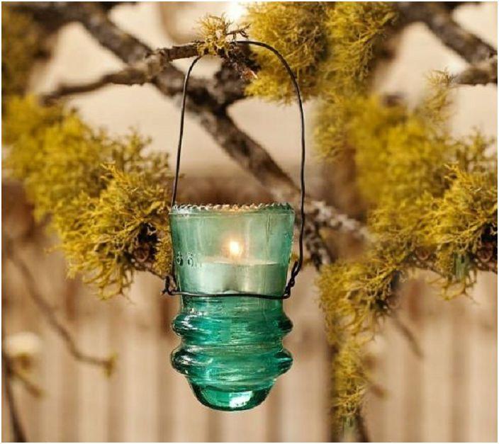Малко ръчно изработено фенерче перфектно ще украси всяка външна среда.