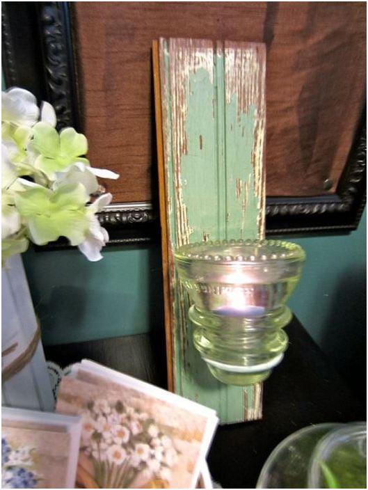 Прекрасна комбинация от изолатор за дърво и стъкло, което създава страхотна ретро свещ.