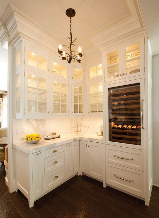 Стеклянные шкафы на кухне удачно впишутся в любой интерьер кухни.