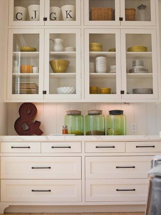 Прекрасное решение оформление всего дома и кухни в викторианском стиле.