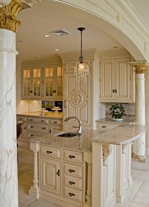 Симпатичная и прекрасная кухня, которая оформлена в европейском стиле подойдет для любого дома.
