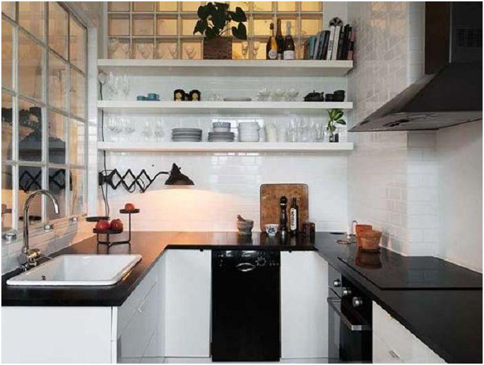 Невероятно интересна кухня в черно и бяло - класика в детайлите.