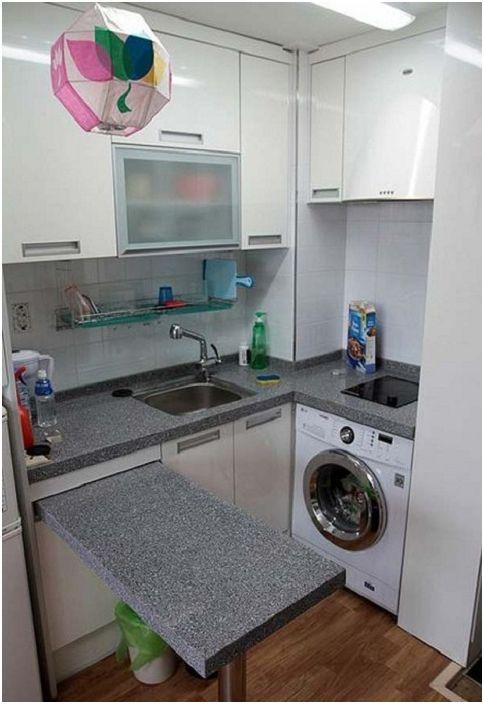 Pieni harmaalla U-muotoinen keittiö sopii mihin tahansa kotiin.