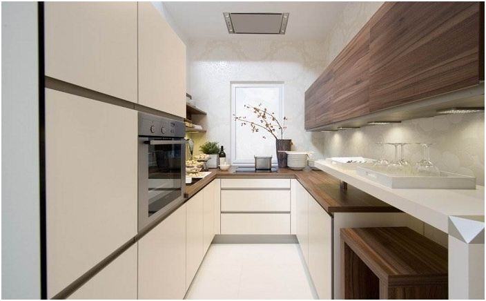 Просторна U-образна кухня, приятно решение за декориране на кухненски интериор.