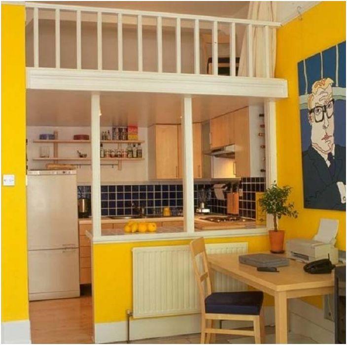 Epätavallinen ja erittäin kirkas keittiösarja koristaa kodin tunnelmaa.