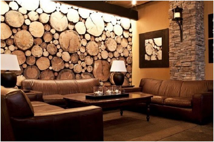 Piękna drewniana dekoracja ścienna to miły element wystroju.
