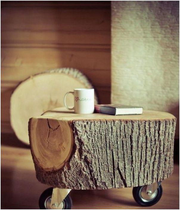 Ciekawy kredens wykonany z kawałka drewna to dobra opcja do salonu.