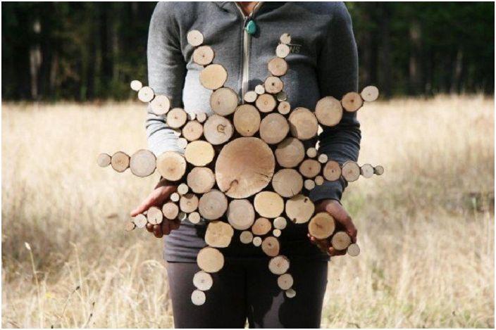 Ciekawe drewniane rękodzieło w kształcie gwiazdy ozdobi wnętrze i stworzy niesamowity klimat.