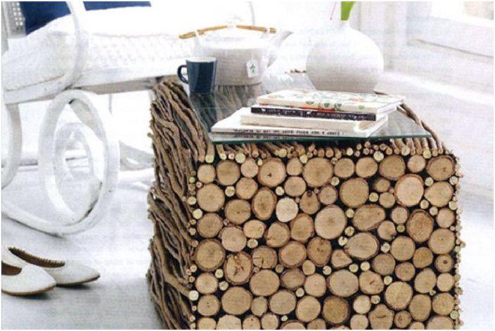 Kreatywny stół z drewnianymi gałęziami i bali, który zachwyci oko i stworzy wspaniały klimat.