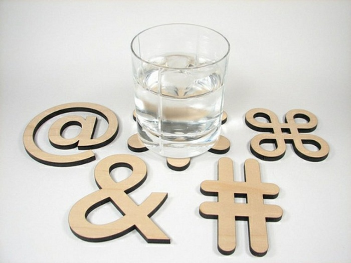 Чудесен вариант за проектиране на каботажните чаши под формата на типографски символи.