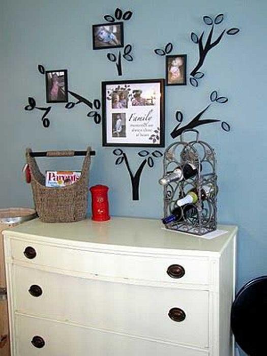 Страхотен и прост вариант за създаване на родословно дърво от хартия на стената в стаята.