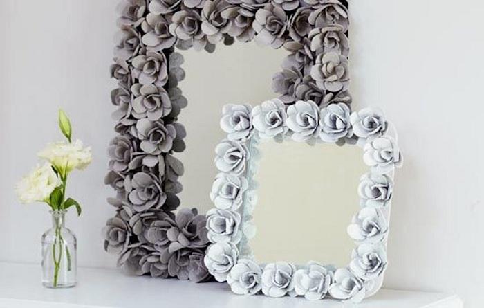 Красивите декоративни огледала, украсени с рози, ще зарадват окото във всеки интериор.