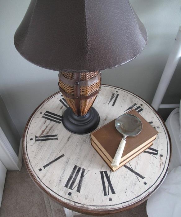 Интересен вариант е да създадете плот за маса с помощта на античен часовник.