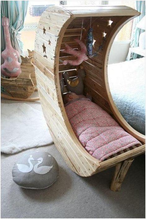 Креативно решение за създаване на креватче на палети, което ще зарадва окото.