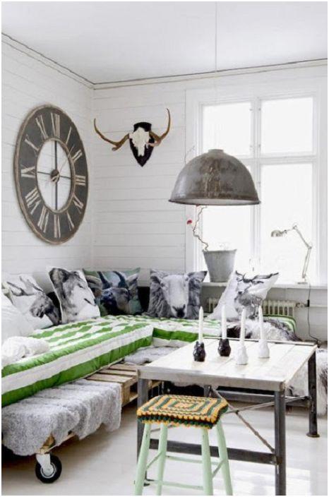 Чудесен вариант за създаване на легло на палети и добавяне на ярки акценти в стаята с възглавници.