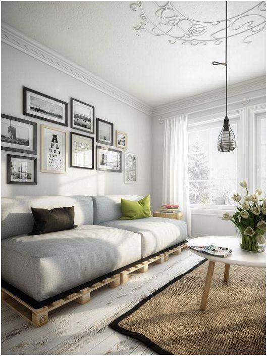 Интересен дизайн на хола в неутрални цветове, който създава усещане за пространство.
