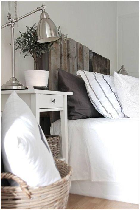 Преплитане на скандинавски стил с интересни детайли в декора с легло на палети.