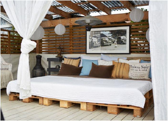 Един от най-добрите варианти за истински релакс е спалното бельо на открито.