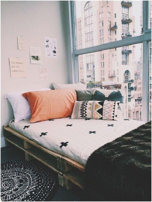 Тясно легло на палети - уединен ъгъл в спалнята, с невероятна гледка към града.